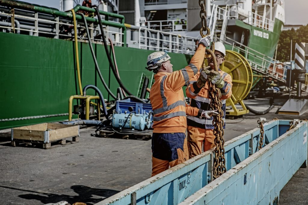 Offshore service and maintenance